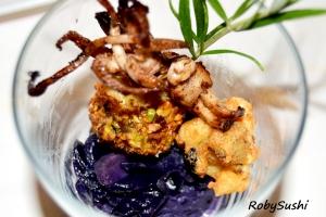 Polpettine di calamaro profumate al rosmarino su crema di cavolo viola. Ricetta e foto di Roberta Castrichella.