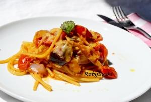 Spaghetti alla parmigiana con menta. Ricetta e foto di Roberta Castrichella.