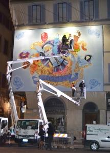 Writers al lavoro in Piazza Duomo, Firenze. Foto di Roberta Castrichella.
