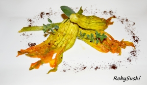 Fiori di zucca ripieni con senape di Dijon e caffè. Ricetta e foto di Roberta Castrichella.