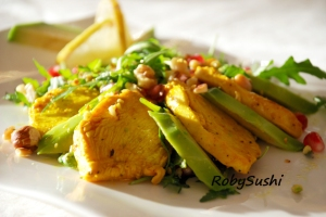 Insalata di pollo alla curcuma e avocado. Ricetta e foto di Roberta Castrichella.