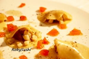 Ravioli aperti con carciofi, topinambur e spigola. Ricetta e foto di Roberta Castrichella.