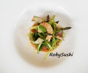 Cous Cous di farro Prometeo con gamberoni e tagliatelle di asparagi crudi. Ricette e foto di Roberta Castrichella.