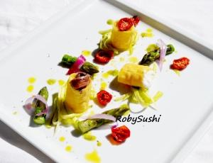 Tempura di paccheri con mozzarella di bufala alici e crema di asparagi. Ricetta e foto di Roberta Castrichella.