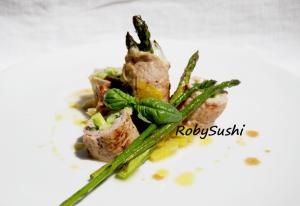 Roll di prosciutto di maiale e asparagi. Ricetta e foto di Roberta Castrichella.