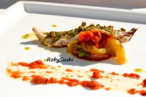 Filetti di sgombro profumati al lime con peperoni e capperi. Ricetta e foto di Roberta Castrichella.