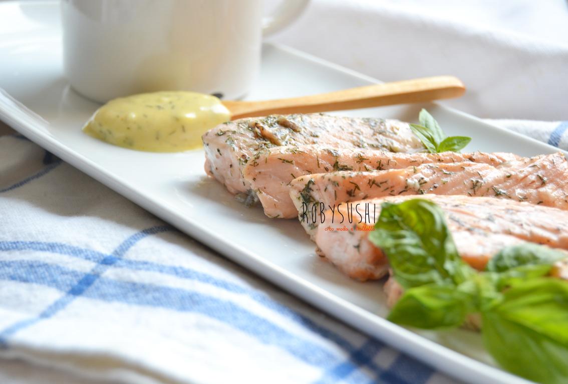 5 ingredienti 5 mosse una ricetta salmone all aneto con for Yogurt greco land